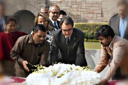 Artur Mas peregrina por la India, de plantón en plantón a golpe de chequera