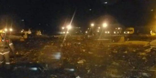 Mueren 53 personas al aterrizar y estrellarse un Boeing 737 en la localidad de Kazán