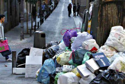 Vea a la Policía Municipal 'ayudando' a los piquetes de los basureros: