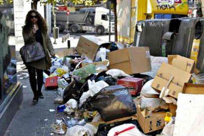 Los piquetes agreden y dejan semidesnudos en la calle a 11 operarios de limpieza en Madrid