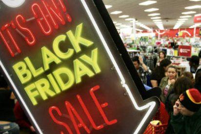 Todo sea por las rebajas del 'Black Friday: Disparos, broncas y escupitajos