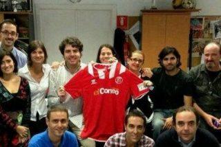El Sevilla apoya al Correo en su camiseta