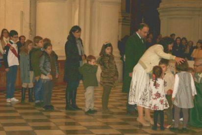 """El arzobispo de Granada convoca una misa frente a los """"ataques"""" contra """"Cásate y sé sumisa"""""""