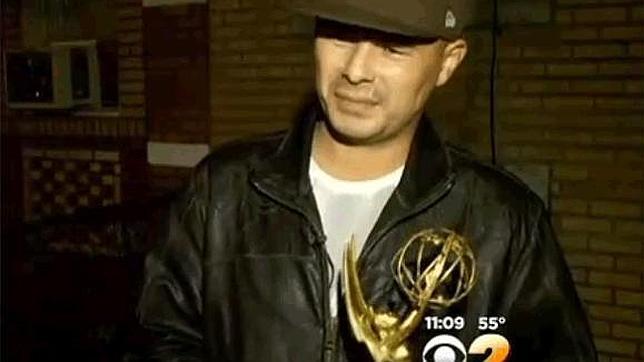¿Es suyo por una casualidad el precioso Emmy que han encontrado tirado en la basura?