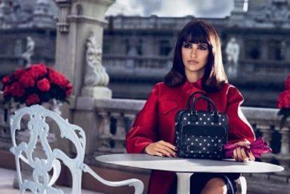 Penélope y Mónica Cruz nunca dicen basta: ahora tienen su propio bolso de Loewe
