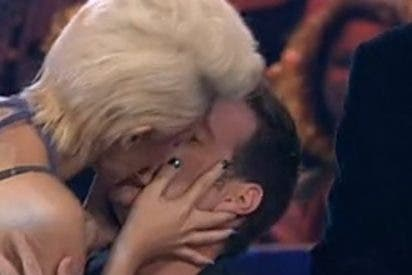La novia de De Gea besa a Latre