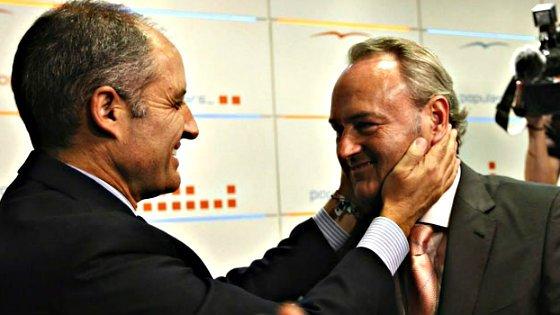 La cabeza del presidente Fabra está ahora en las manos de su predecesor Paco Camps