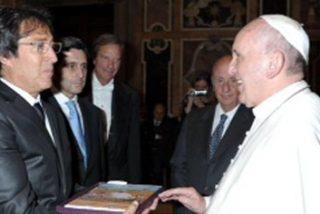 """Álvarez Pallete presenta al Papa Francisco el proyecto solidario """"Aula 356 speedy"""" del Grupo Telefónica"""