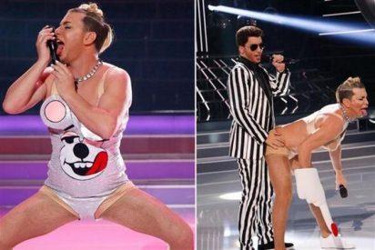 [Vídeo] Arturo Valls nos deja con la lengua fuera con su guarrilonga imitación de Miley Cyrus