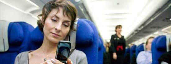 EEUU da luz verde a usar móviles y tabletas durante los despegues y aterrizajes