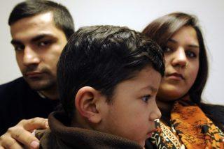 Llevan a su hijo de 2 años por primera vez a la guardería y le zampan un trozo de oreja