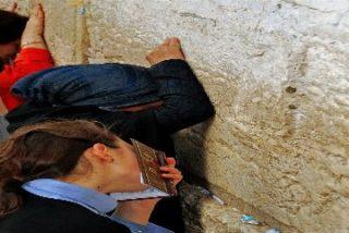 """""""Los lamentos continúan en Jerusalén, aunque ahora sean otros los que lloran"""""""