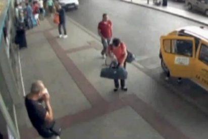El vídeo de la venta de un bebé por 310 euros en los baños de un aeropuerto
