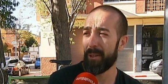 Le cascan una multa de 100 euros a un vecino de Sadadell por comerse un cruasán en bicicleta
