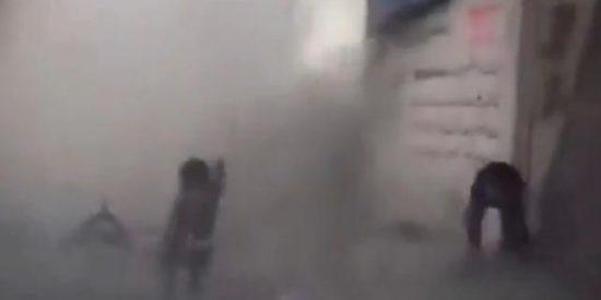 [Vídeo] La bomba que cae junto a unos niños sirios impacta en las conciencias