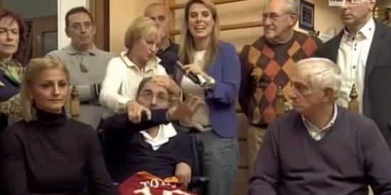 [Vídeo] Despierta tras 10 años en coma y una periodista se mofa de él en un programa en directo