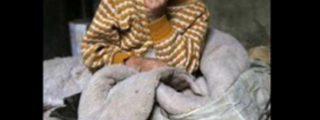 Las imágenes del pobre niño al que sus padres encadenan como a un perro