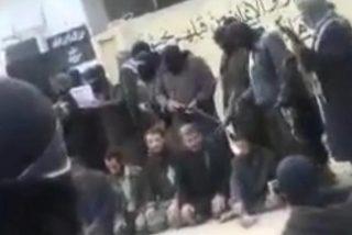 El vídeo del tiro en la cabeza a 7 miembros de una facción rival por parte de Al Qaeda