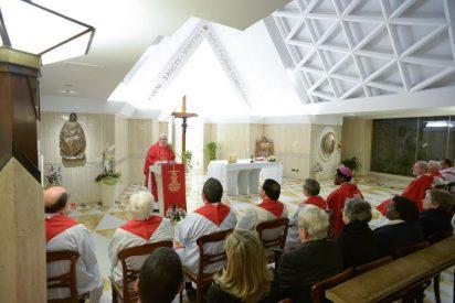 El Papa arremete en Santa Marta contra los falsos videntes marianos