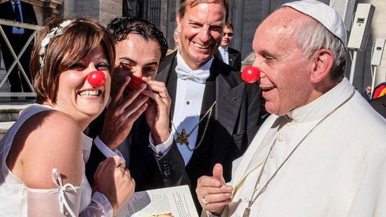 El Papa y la nariz de payaso
