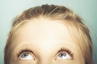 Identifican el gen que esconde el curioso secreto de los ojos azules y de las pecas