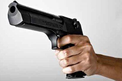 Un tipo armado irrumpe en la sede de 'Libération' y le pega un tiro a un fotógrafo