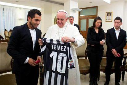 El Papa Francisco recibe a Tévez