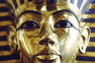 Tutankamón murió en un accidente 'de tráfico' y su momia ardió espontáneamente