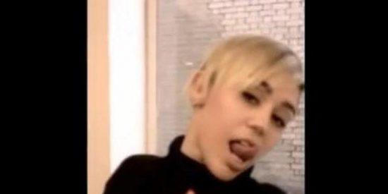 [Vídeo] Miley Cyrus se pitorrea de la aventura de Justin Bieber con una prostituta brasileña