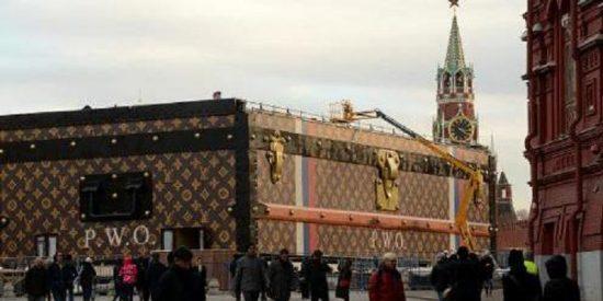 Le hacen el equipaje a la maleta de Louis Vuitton porque saca de quicio al Kremlin y no hay remedio