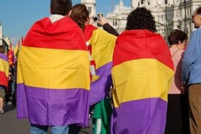 La Guardia Civil retira una bandera de la II República instalada en un ayuntamiento de Salamanca