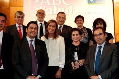 """Echániz hace un """"poco suyo"""" el premio ABC Salud a las farmacias de la región"""