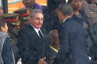Mientras Castro estrechaba la mano de Obama 'apretujaba' de paso a 100 disidentes