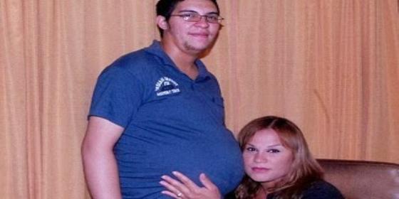 El primer transexual embarazado de Argentina rompe aguas y moldes dando a luz a una 'gordita'