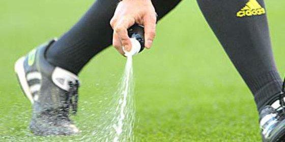 Los árbitros utilizarán aerosol en el Mundial