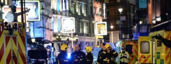 Cae el techo sobre los espectadores del Teatro Apollo de Londres: 88 heridos