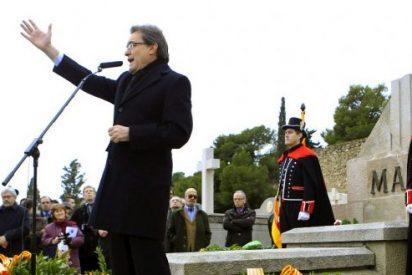 Artur Mas, ante la tumba de Macià como un Mussolini con frío