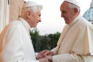 Ratzinger devuelve la visita a Francisco