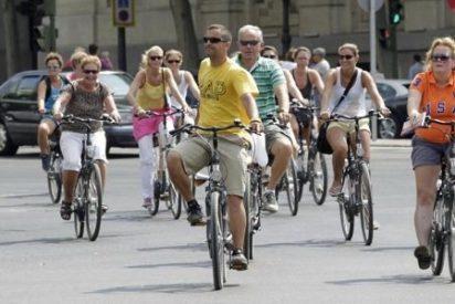 Los ciclistas mayores de 16 años podrán circular por la ciudad 'a pelo' sin el casco