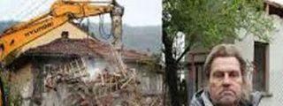Donde las dan las toman: Derriba su casa antes de que le desahucien y entrega los escombros al banco
