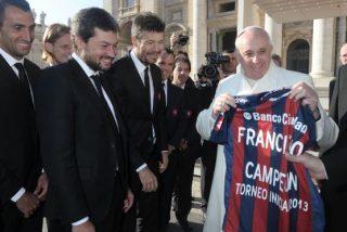 Los jugadores del San Lorenzo ofrecen al papa su triunfo en el Torneo Inicial argentino