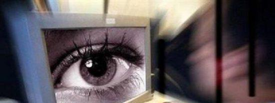 ¡Ándese con ojo! Alguien podría haber puesto el suyo en la webcam de su ordenador para espiarle
