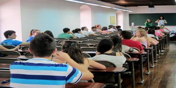 Los alumnos españoles de 15 años siguen suspendiendo en 'mates' y lectura