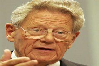 """Hans Küng habla de la """"primavera"""" de Francisco y de """"ruptura"""" con Benedicto XVI"""