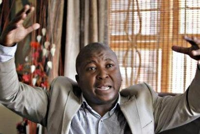 El intérprete para sordos impostor del funeral de Mandela fue juzgado por asesinato
