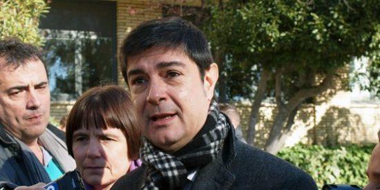 Ávila abandona los juzgados por la puerta de atrás al suspenderse su juicio por estafa