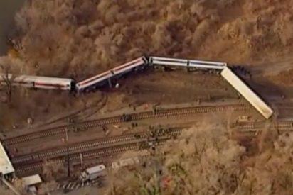Mueren 4 personas al salirse de la vía un tren de cercanías y caer al Río Hudson