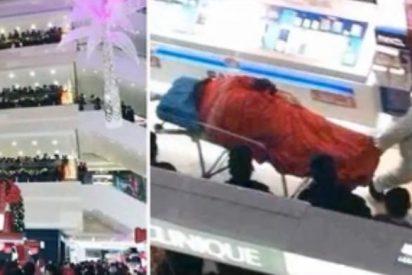 Se suicida en un centro comercial porque su novia no paraba de hacer compras