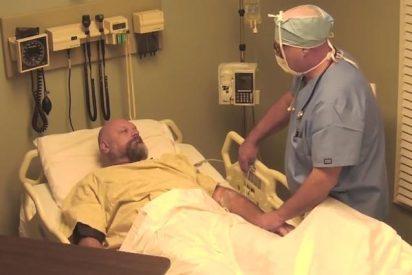 [Vídeo] Hacen creer a un borracho que ha estado diez años en coma para que no empine más el codo