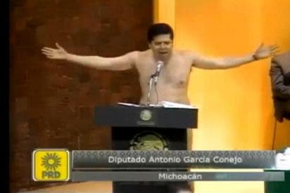 El diputado Conejo se queda en pelota picada en el Congreso durante un airado discurso